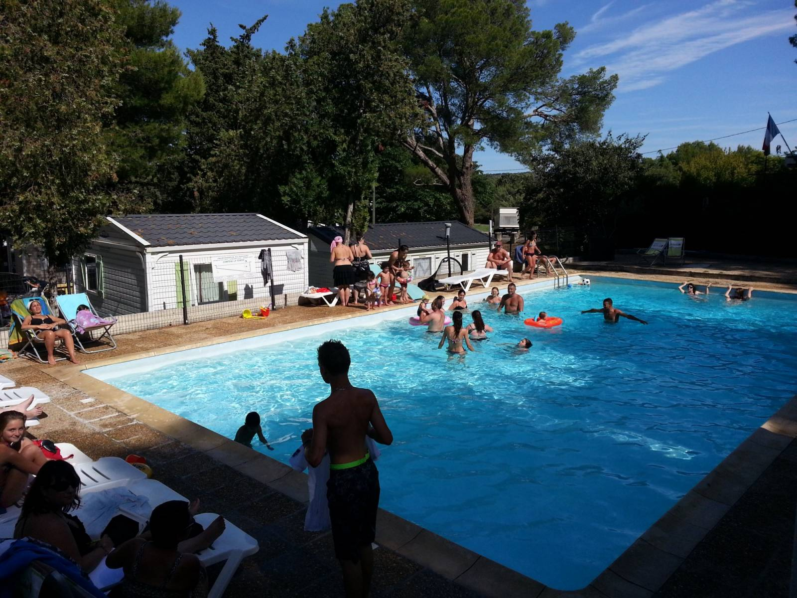 Camping 3 toiles avec piscine en provence camping la pin de - Camping aix en provence avec piscine ...